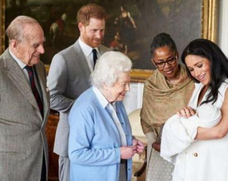 英国王室增添新成员 王位第7顺位继承人