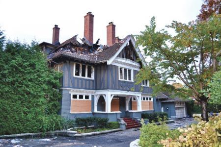 温哥华亲中侨领的自住豪宅疑遭纵火 5车位车库烧毁