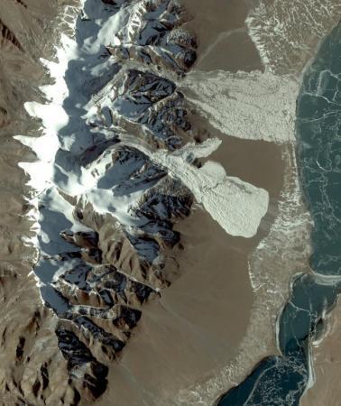 冰川崩塌的原因
