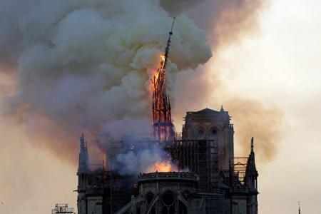 刚听说《巴黎圣母院》大教堂失火...