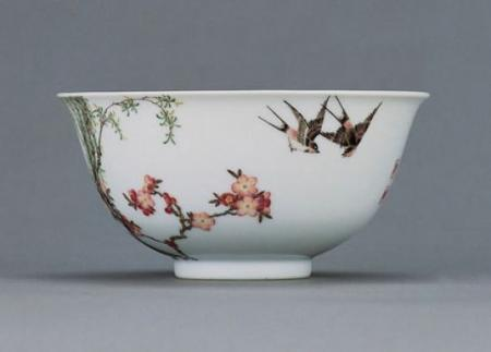 清 乾隆御制 珐琅彩瓷碗(杏林春燕图)