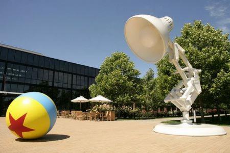 Pixar的标志性符号 跳跳灯