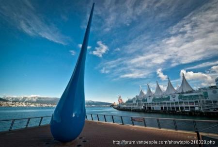 游客到访温哥华的必游之地 「The Drop」在五帆旁