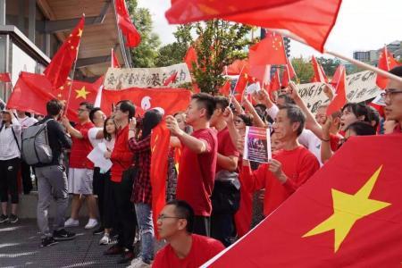 温哥华的「双爱双反」示威