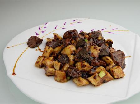 ♣ 黑松露酱鲍菇和牛粒