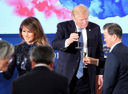 用可乐干杯算不得失礼