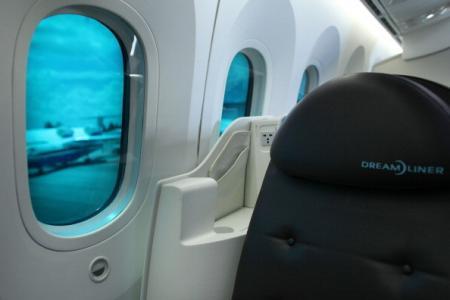 为何空姐一定要在飞机起降前打开遮光板?